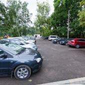 Стихийная наземная парковка для жильцов