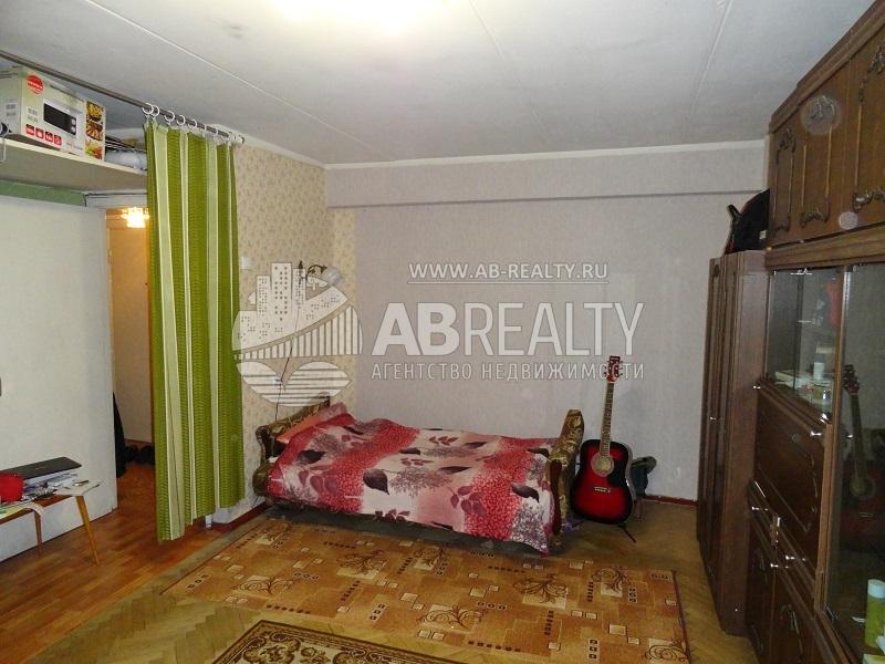 Единственная комната в квартире на Панфёрова д. 10