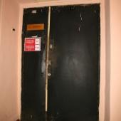Дверь-вход в помещения