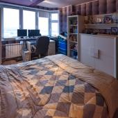 Здесь как бы детская комната - видно по антуражу.