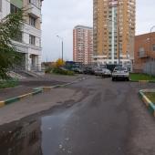 Парковка стихийная, но места есть!