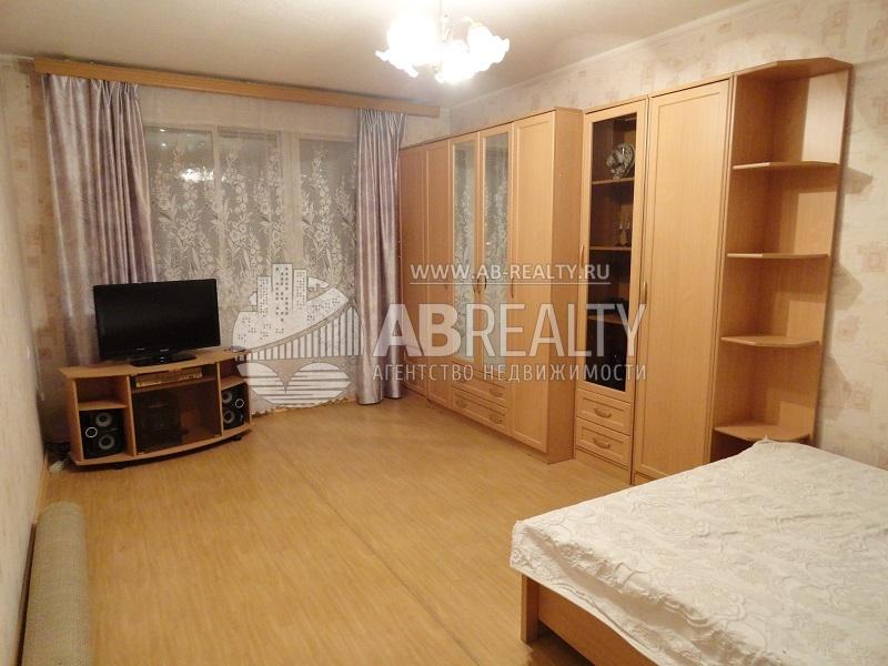 Основная комната с кроватью