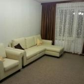 В этой же комнате раскладной диван