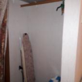Немного за поворотом этой комнаты есть небольшое кладовое отделение или гардеробная
