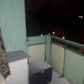 В этой же комнате выход на балкон