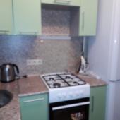 Кухонный гарнитур салатового цвета