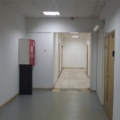 Это коридор перед входом в помещение