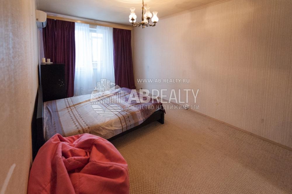 Большая комната в этой квартире