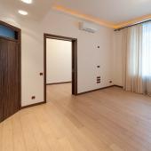 Еще одна комната. Да, мебели нет, ждут новых хозяев.