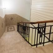 Спуск вниз по лестнице