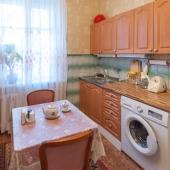 Стиральная машина здесь же на кухне в квартире на ул. Хамовнический Вал, д. 38