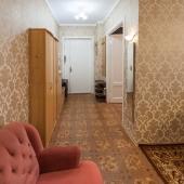 Через гостиную в последнюю комнату