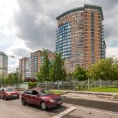Вид на ЖК с Тропарёвской улицы
