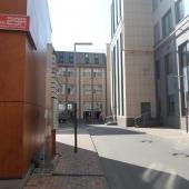 Проезд у самого здания