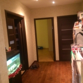 Фото коридора, соединяющего все 3 комнаты квартиры по Назаровской