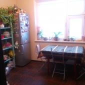 Кухня - 10 метров, хорошее плиточное покрытие