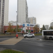 Вид на здание через переход