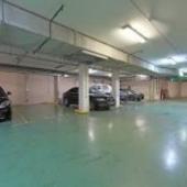 Подземный паркинг - вместе с квартирой продается 1 место