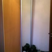 Шкаф-купе около двери