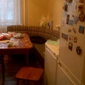 Стол и холодильники