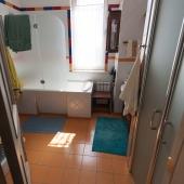 Санузел - ванная и кабинка тоже есть