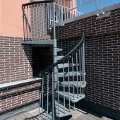Винтовая лестница из квартиры на террасу