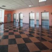 У лифтов на этаже