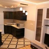 Посмотрите какая кухонная мебель! Она остается новым владельцам!