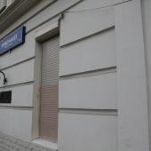 Можно увидеть здесь на фасаде адрес: Померанцев переулок