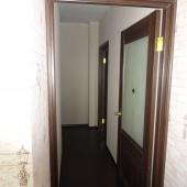 Коридор из кухни, далее дверь в комнату