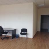 Стулья, столы, кресла - всё есть для офисной работы