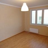 Третья комната, практически идентична второй, мебели тоже нет