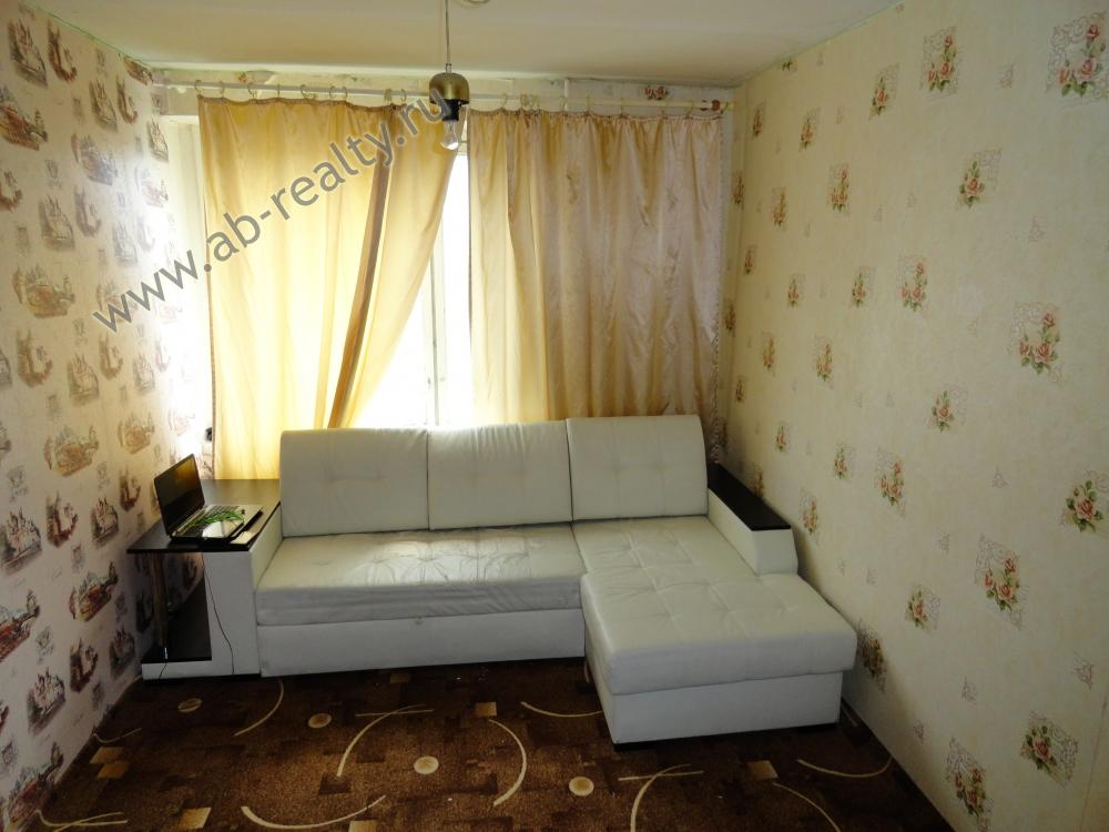 Первая небольшая комната в этой квартире