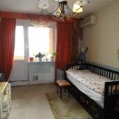 Также имеется спальное место и в этой комнате