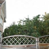 Забор, окружающий участок 8 соток