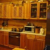 Кухня тоже деревянная