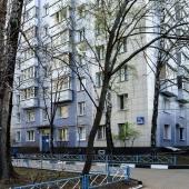 Вид дома, где продается наша 2-к квартира со стороны