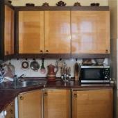 Мебель на кухне не новая