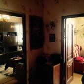 Общий вид коридора - проход в комнату и на кухню
