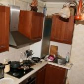 В принципе на кухне всё что надо есть!