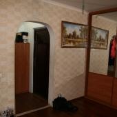 В общем холле или коридоре есть большой шкаф-купе