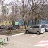 Парковка при выходе из подъезда дома