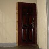 А вот та самая новая железная дверь в нашу продаваемую квартиру