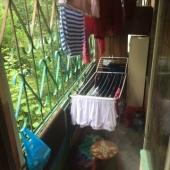 Есть балкон с выходом во двор