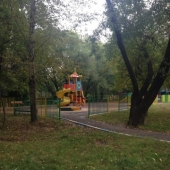 Во дворе детская площадка