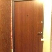 Дверь в коридоре входная