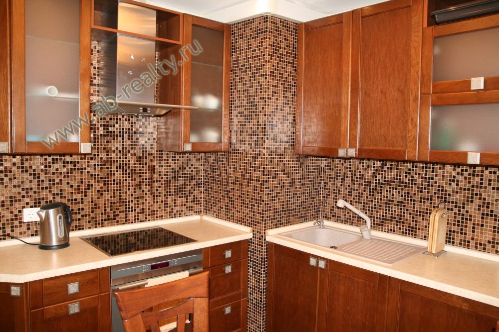 Начинаем знакомство с кухни сдаваемой квартиры
