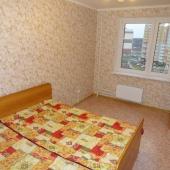 Во второй комнате на 6-ой Нововатутинской улице дом 1 видим две кровати и шкаф