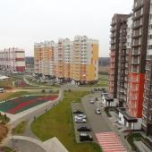 Вид во двор из квартиры и на соседний дом, мкр. Новые Ватутинки