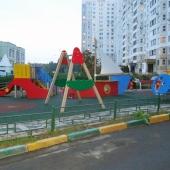 Детская площадка во дворе в Северном Бутово